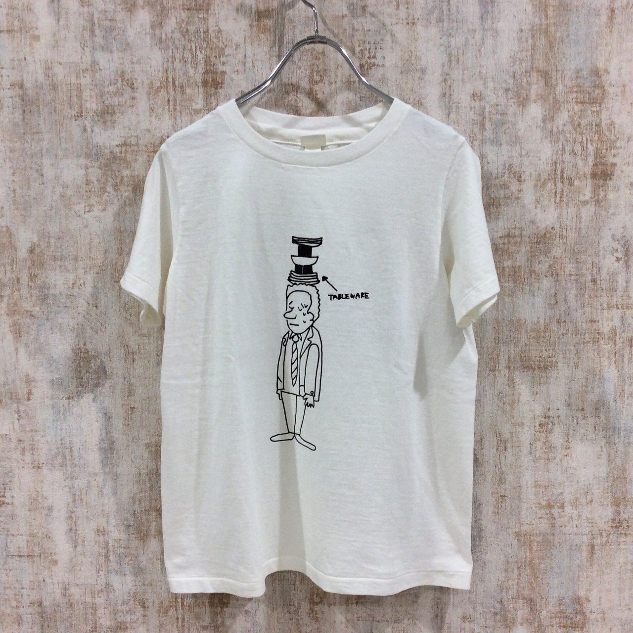 YAECAのシンプルなプリントTシャツ