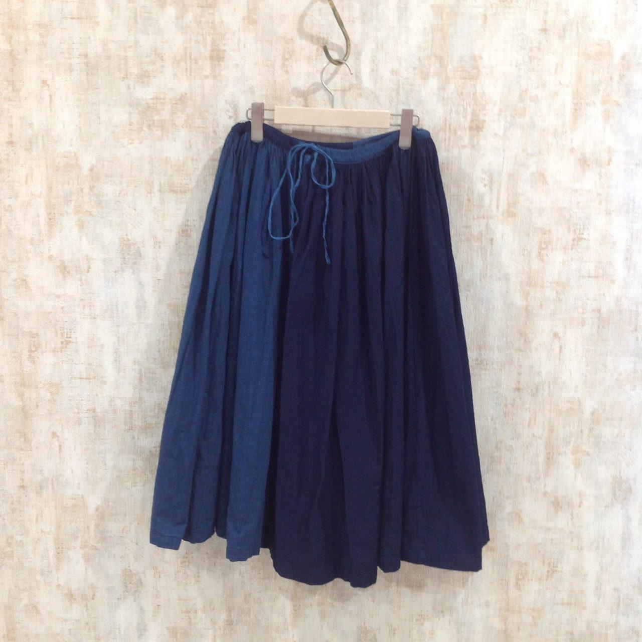 オールドマンズテーラーの染め具合が絶妙なスカート