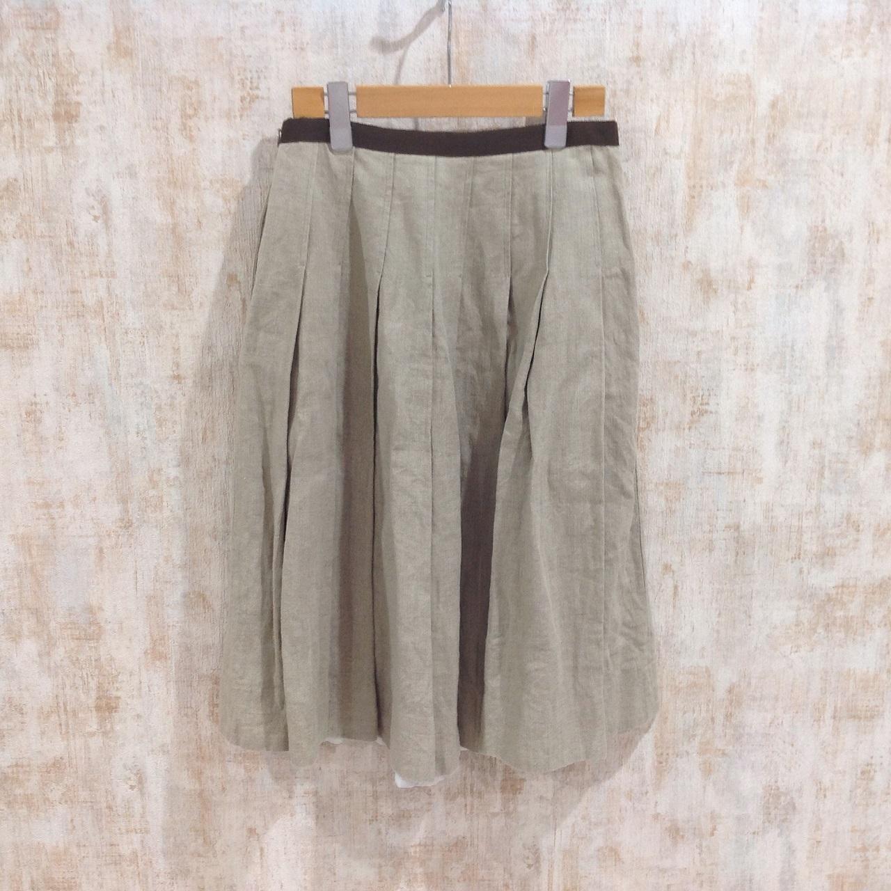 マーガレットハウエルのリネン素材のプリーツスカート