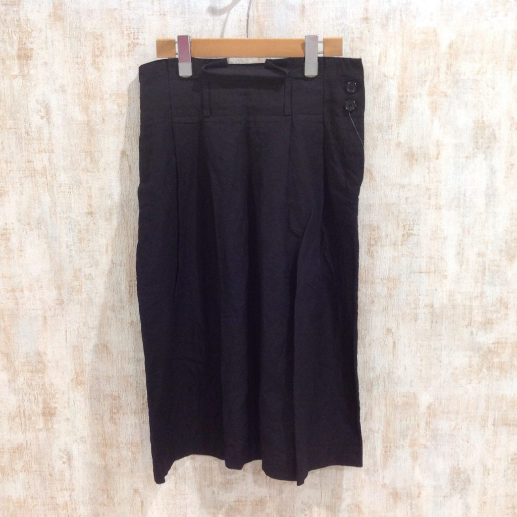 マーガレットハウエルの涼しげなリネン素材のプリーツスカート