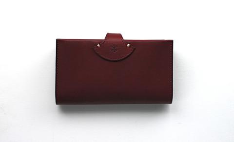 アーツ&サイエンスのバーガンディ色の財布
