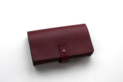 アーツ&サイエンスのバーガンディ色の使用感の少ない財布