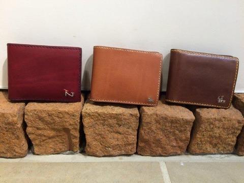 色とりどりのアンリークイールの財布