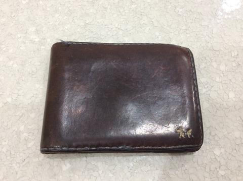 使い込んだアンリークイールの財布
