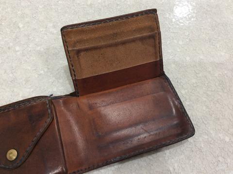 レザーの変化が楽しめるアンリークイールの財布