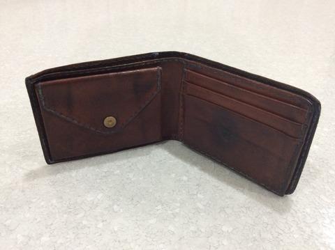 アンリークイールの財布 中