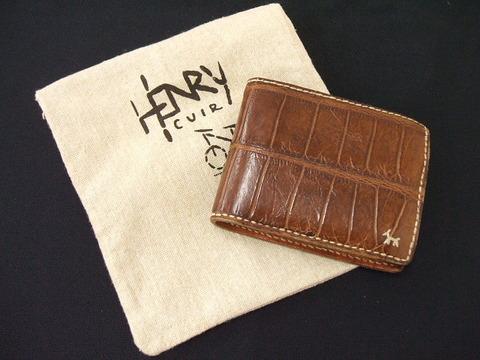 アンリークイールのアリゲーター財布